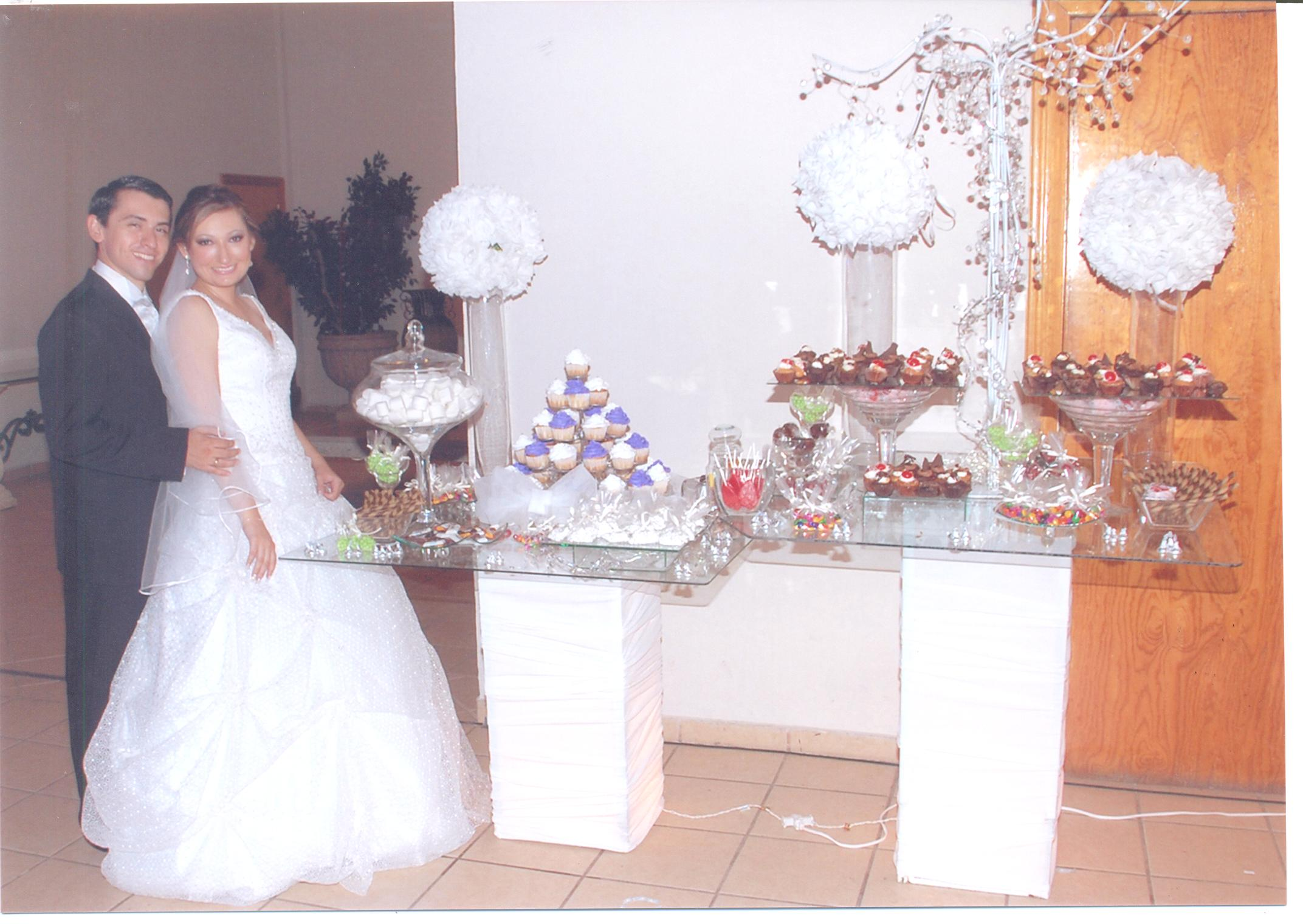 Mesa de dulces reyna e israel for Decoracion para mesa dulce